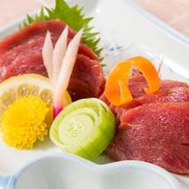 【馬刺し/ご夕食の際の追加料理】 一度食べたら癖になる味。ぜひお試しください。