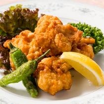 【鶏の唐揚げ/ご夕食の際の追加料理】カラッとジューシー!大人も子供も大満足