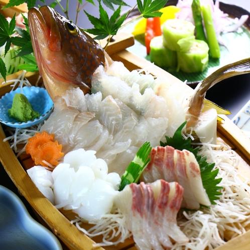 板長が厳選した旬の食材をふんだんに使用した豪華海鮮会席料理!