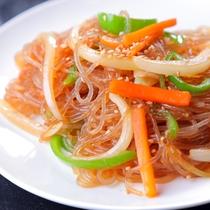 ◆チャプチェ(夕食)◆韓国料理でも人気のチャプチェ。甘辛味でごはんもビールも◎