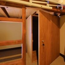 ◆ロッカー(キャビンルーム)◆各部屋に鍵付き専用ロッカーを設置しております。