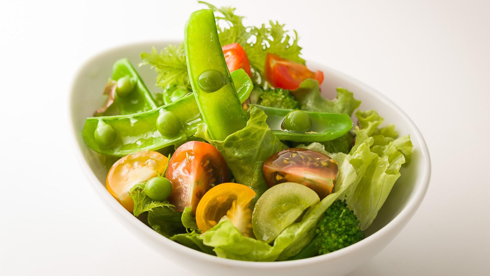 朝食一例 いしい農園の野菜サラダ