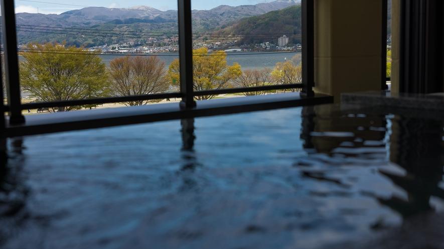 豊富な湯量の源泉かけ流し温泉をお楽しみください
