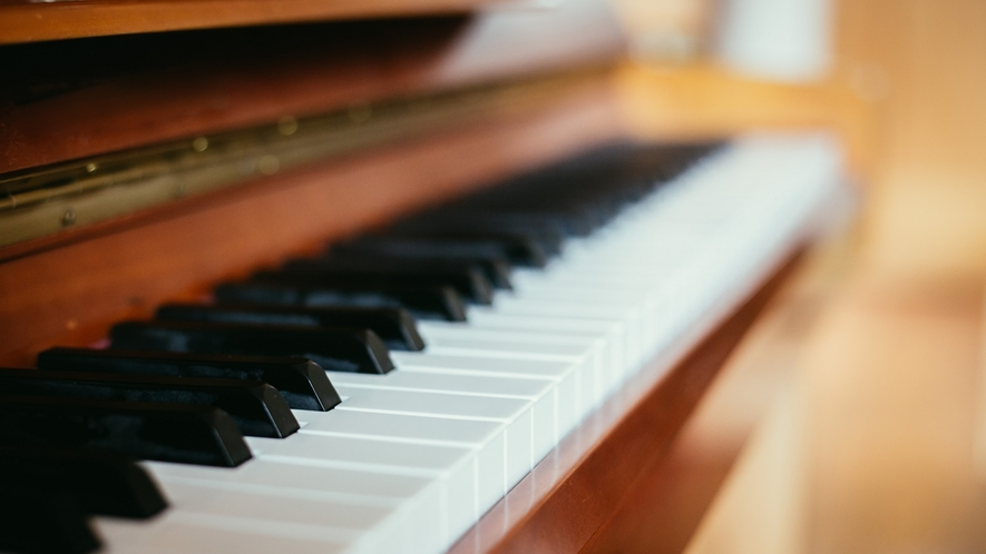 やさしい灯りと爽やかなフレグランスに満ちたロビーに流れるピアノの調べ。