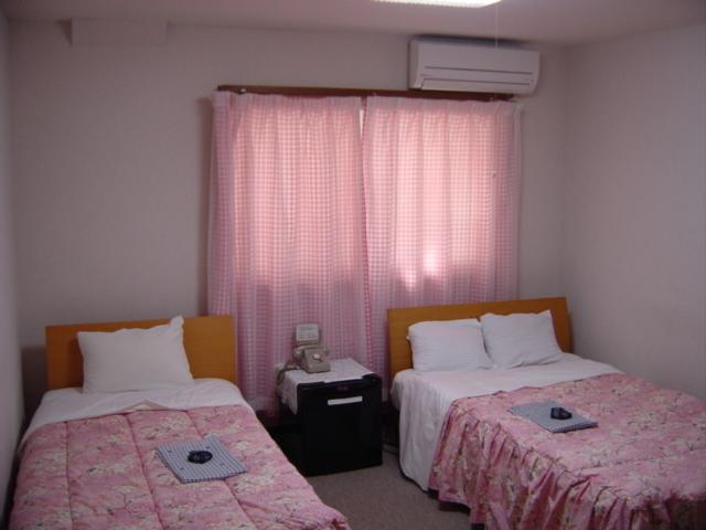 2F208号室。ご家族様3名宿泊可。全室個別エアコン完備!ホテル館内貸切大浴場利用可!