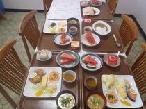 朝食*朝6:30〜8:30一階食堂にてどうぞ!!ショーケースの冷蔵庫からもデザートその他お好きなメニ