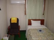 格安シングル217号室。2階ですがバストイレは1F&3F利用。