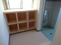 3F大浴場の脱衣場内。鍵かけてご家族様で貸切利用可