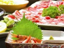 鍋料理など、会席以外のお料理にも、季節のお造りをご用意。