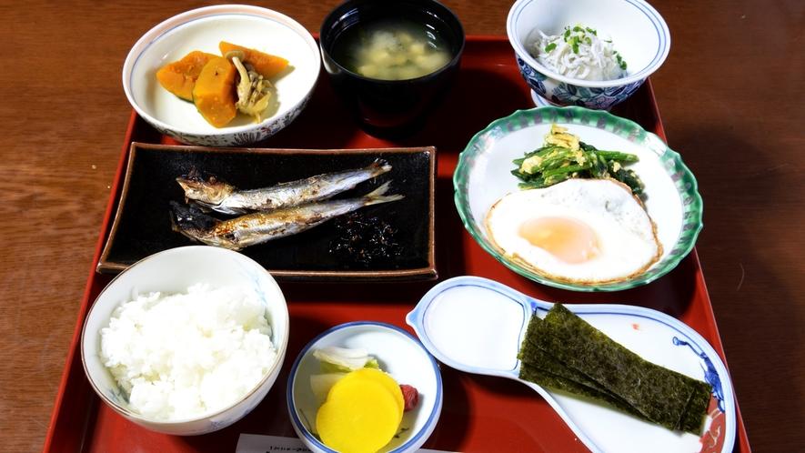 *【朝食一例】当宿の畑で作った季節の恵み豊かな無農薬野菜を使用した健康的な朝食でございます♪