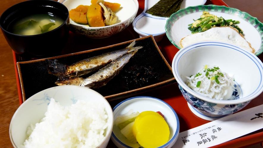 *【朝食一例】当宿で作った無農薬野菜の他に、日本海の海の幸も使用しております。