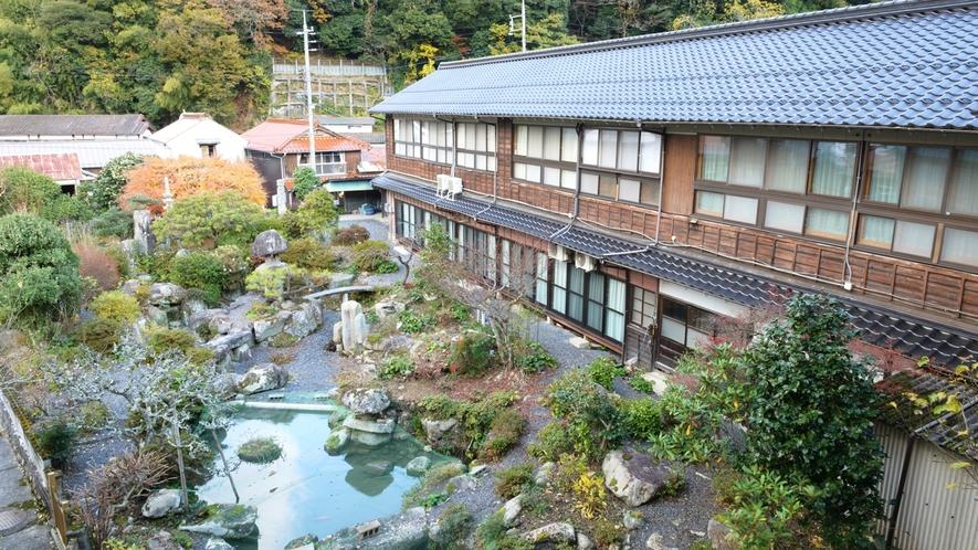 *【中庭】館内の窓やお部屋から日本庭園が眺められます。古き良き日本の趣をご堪能下さい。