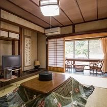 *【和室12畳】冬にはお部屋にこたつをご用意しております。