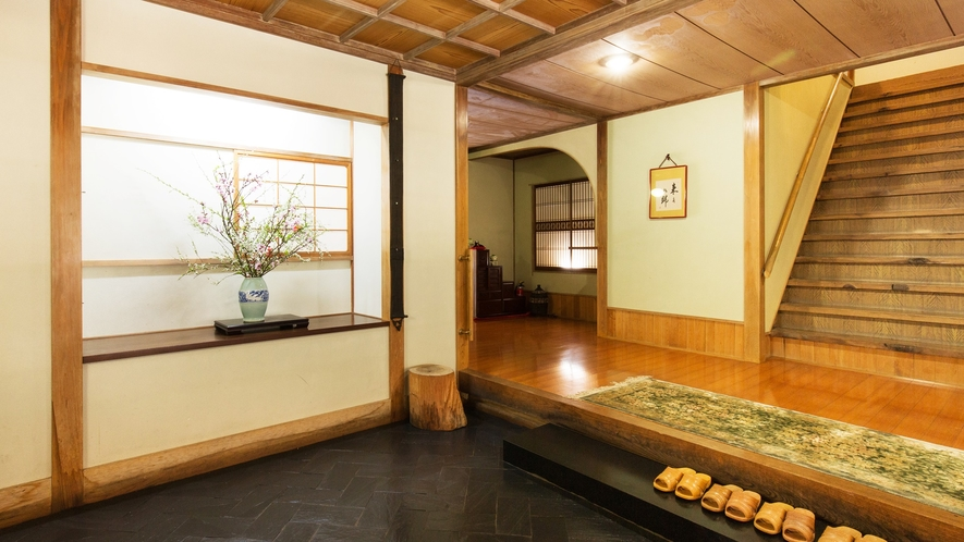 *【玄関】昔ながらの雰囲気をたっぷりと残した当館。