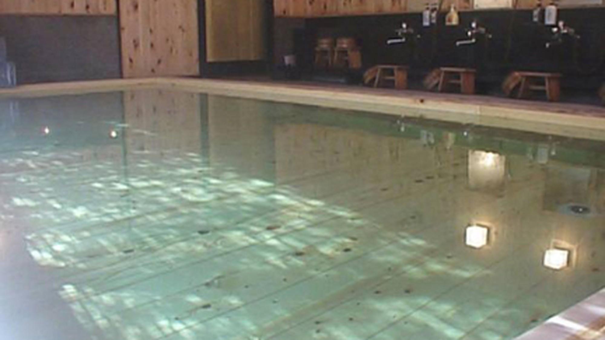 昼神温泉の湯は無色透明 とろ〜りとした泉質で、肌がスベスベになります