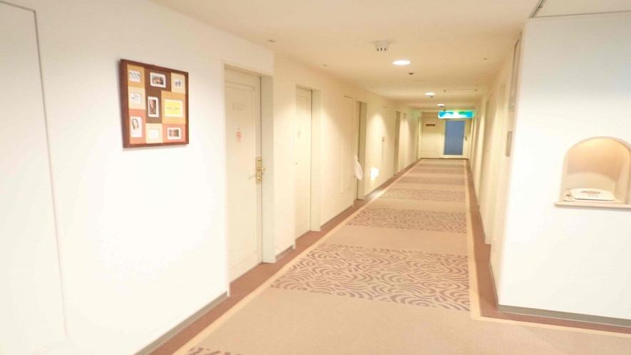 <客室廊下>
