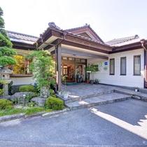 *山口県周南市湯野温泉街に佇む当館。全室離れの客室とラジウムの湯で癒しの休日をお過ごし下さい。