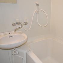 *【ユニットバス】清潔感のあるお部屋のユニットバス。大浴場もございます。