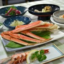 *【夕食一例】地元産の旬の食材を使用した、心づくしのお料理でおもてなしいたします。