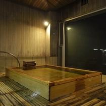 男性大浴場 ヒノキ風呂 【夜】
