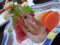 夕食のお料理【お造り】。宮城は魚介類の宝庫としても食材が豊富!※食材は季節により変更有