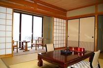 【4部屋限定】専用の『檜風呂』付き客室(和室10畳)。室内には檜の香りが漂う