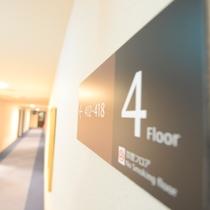 館内サイン(4階フロア:ランドリーコーナー、自動販売機コーナーあり)