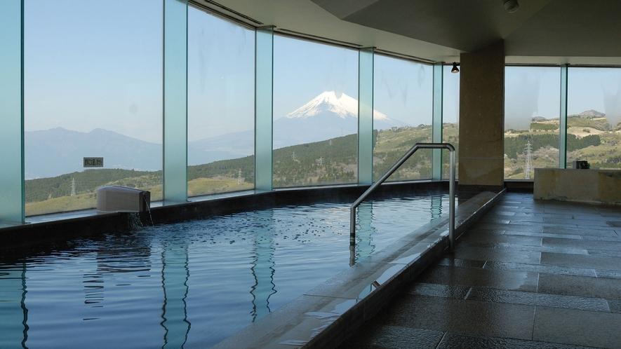 ■富士山を望む大浴場