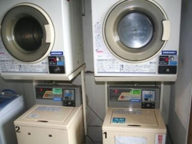 コインランドリー洗濯機2台・乾燥機2台・洗濯乾燥機1台