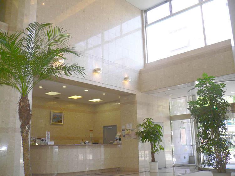 フロントです☆ホテル1階、正面入口から入って右側にございます♪