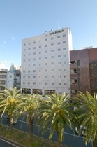 ホテル外観です☆目の前の「追手筋」では毎週日曜日に【日曜市】が開かれます♪