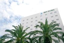 ホテル外観です☆フェニックスの樹が印象的な「追手筋」に面しております♪