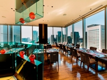 明るく開放的な雰囲気のレストラン(イメージ)