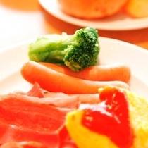 □朝食レストラン花茶屋にて□・・ハムやベーコン・スクランブルエッグにパンといった軽めの朝食にも