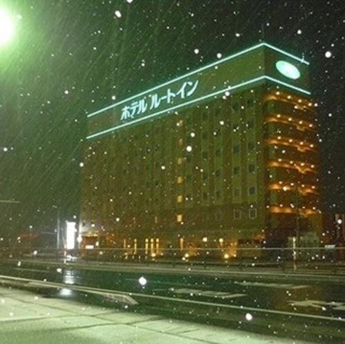 冬のルートイン酒田は風が強く、吹雪になることも・・屋上の緑のライトを目印に★
