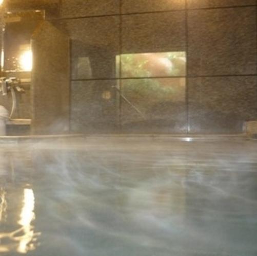 当ホテル自慢のラジウム人工大浴場。旅の疲れを流してくれます