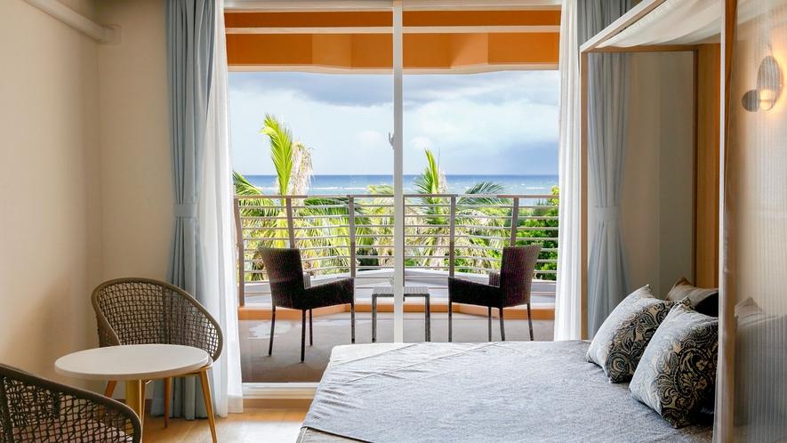 【本館/デラックスツイン】デイベッド&テラス付き36平米のゆったりとした広さを兼ね備えたお部屋です。