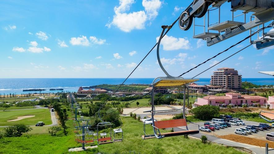 【ザ シギラリフト「オーシャンスカイ」】沖縄初のペアリフトで、絶景空中散歩。