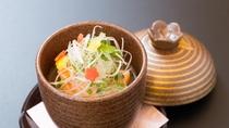 冬の料理一例:椀替り:【酒粕汁】サーモン、敷小芋、かもじ葱