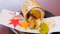 冬の料理一例:先付【吹き寄せ】湯葉豆腐胡桃田楽、蓮根、紅葉麩、松笠くわい