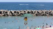 目の前の海水浴場のライフセーバー