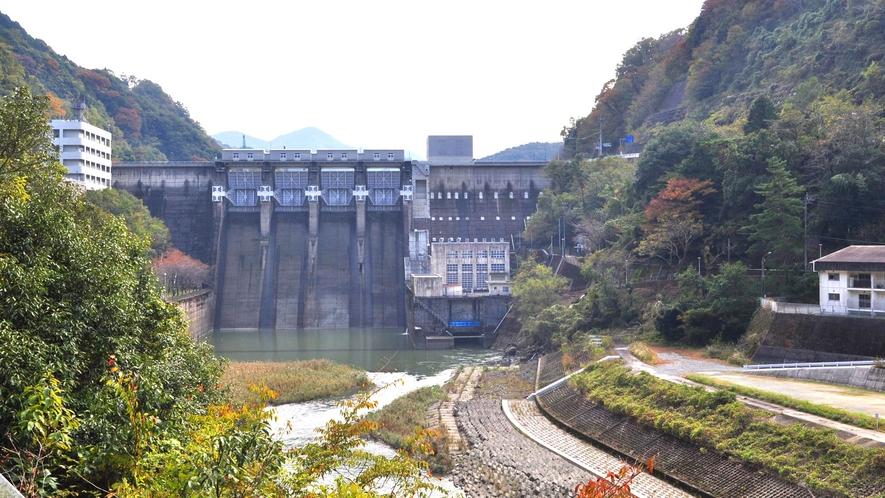【周辺】鹿野川ダム:重力式ダムで、高さもあり迫力満点です。