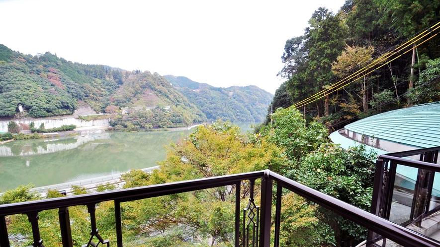 【客室】どのお部屋からも鹿野川湖畔が一望できます。