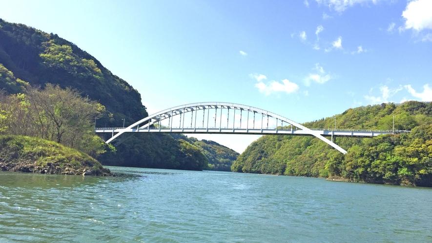 【周辺】鹿野川湖面からの景色