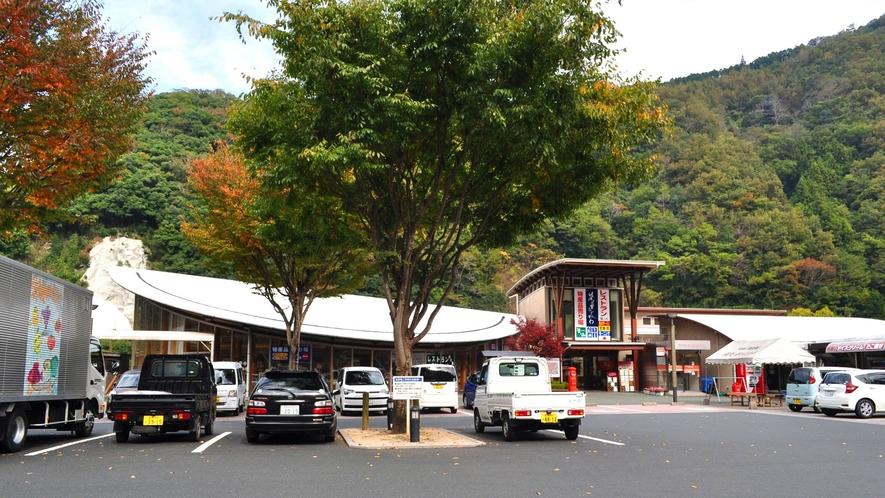 【周辺】道の駅-清流の里ひじかわ:肱川町の特産品や農産物の販売所、レストランなどの施設があります