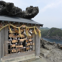 伊豆半島最南端にあるパワースポット「縁結びの石室神社」