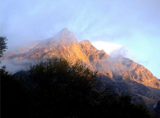 メインプラン。聖地、明神の1軒宿。上高地始まりの地。3km平地ハイキングで楽々自然体験、山岳、花、池