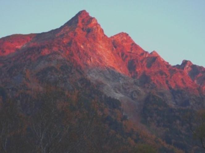パワースポット明神岳=穂高岳の朝焼け