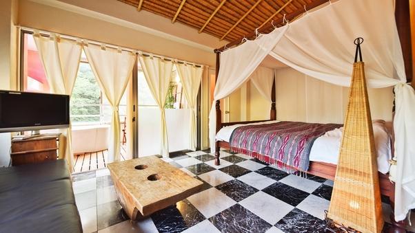【白夜】天蓋付ベッド+白い陶器風呂のお部屋(3階)
