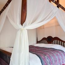*〔白夜〕天蓋つきのベッドはお姫様のような気分で非日常を味わえます